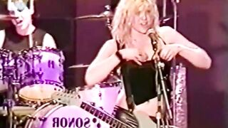 Courtney Love showing her tits to thousands of fans during a concert - The Top
