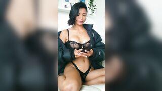 Hip Cleavage: Chanel Uzi