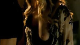 Amanda Seyfried and Julianne Moore - Chloe