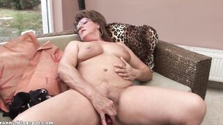 Horny granny plays with herself - Hot Gilz