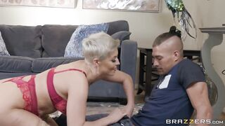 Short-haired blonde Milf Ryan Keely deepthroats daughter`s boyfriend big dick