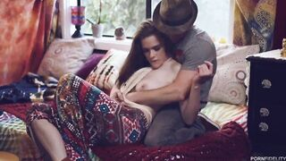 Hippie Alice White eats big cock with her pussy