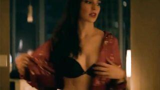 Gal Gadot is so fucking sexy - Celebs