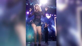 Taylor Swift makes me so hard - Celebs