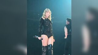 Taylor Swift, I love this outfit - Celebs
