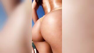 Yovanna Ventura shaking her perfect ass - Celebs