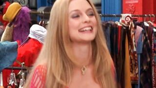 The jiggling breasts of Heather Graham - Celebs