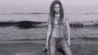 Shakira is guaranteed to make you hard - Celebs