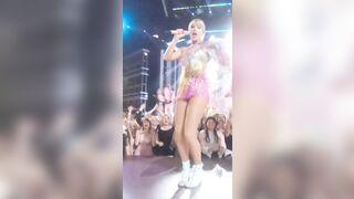 Taylor Swift?? - Celebs