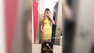 Big Ass In An Tight Yellow Dress