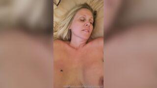Julia Sensual At The Bed! - Julia Ann